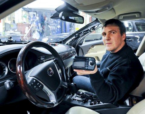 Jørgen Kosmo hos Jakhelln bil har hendene fulle med biler som skal DAB-italiseres.