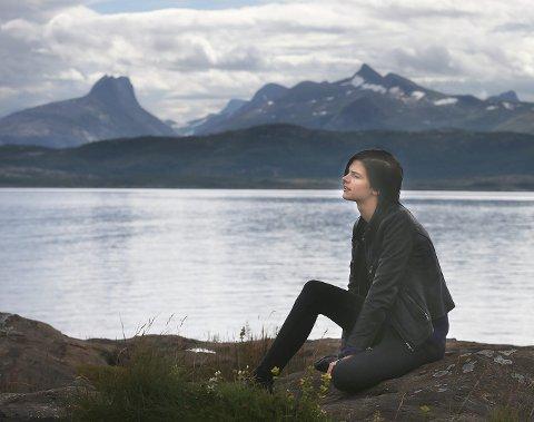 Eirill DeLonge går ofte tur i Bodøsjøen når hun vil klarne tankene. Det gir henne en indro ro, forteller hun.