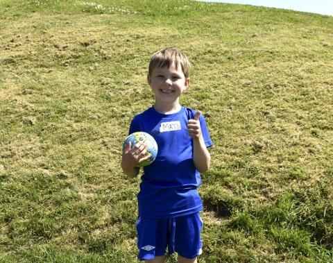- Jeg er den yngste på håndballskolen, men det gjør ikke noe. Det er gøy! sier Mats Gudbrandsen Torkelsen (6).