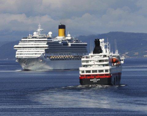TØRN Styrbord: Hurtigruten skal ut på anbod. Må dei norske aktørane vike for utanlandske aktørar? foto: Trondheim havn(CC BY-SA 2.0)
