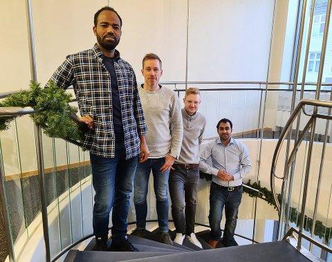 NYTILSETTE: Mellom dei nye fjesa i Evoy er f.v. Okbe Kifle Habte, elektroingeniør, Kristian Fet, skipsdesigner, Marius Gulliksen, servicetekniker og Noman Nisar, elektroingeniør.