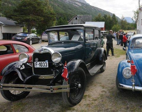 FÅ FØRKRIGSBILER: Jørn Mathisens Ford Modell A fra 1928 er en av få førkrigsbiler i Narvik.