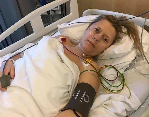 Tove Leknes (38) priser seg lykkelig for at hun ble reddet. Her er hun avfotografert i sykehussengen kort tid etter redningsaksjonen.