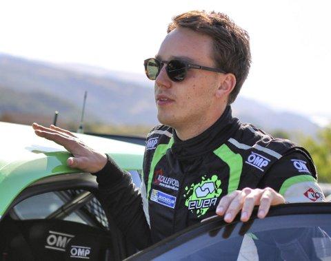 Fyller 21: Ole Christian Veiby fyller 21 år i morgen, og markerer dagen med å kjøre Aurskog-Høland Rally. foto: even management
