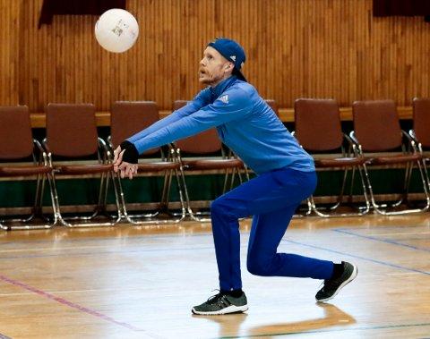 Fin stil på Robert Johansson under fredagens volleyballtrening.