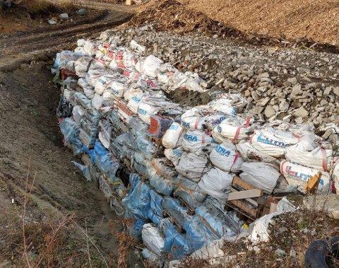 Her fant fylkesmannen asbest som ikke var lagret slik kravet er. (Foto: Fylkesmannen i Innlandet)