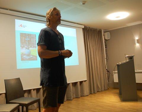 KONFERANSIER: På Granavollen Gjæstgiveri var Jan Åge Fjørtoft konferansier.