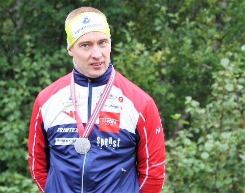 OPTIMIST: Halvannen uke før VM er Olav Lundanes skadet. Han håper selv å rekke mesterskapet, der han jakter VM-gull nummer 11.
