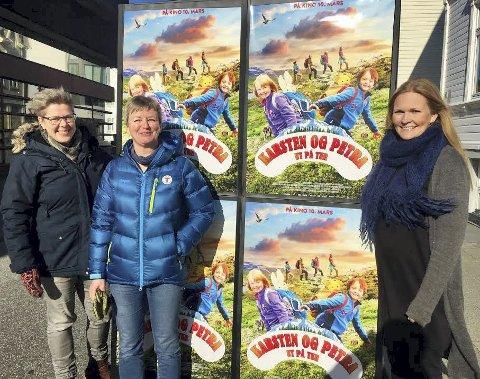 KLAR FOR FILM: Audhild Sannes i Turistforeningen, flankert av kinoens Jorunn Kristensen (t.v.) og Marit Sætre Færevåg. FOTO: PRIVAT