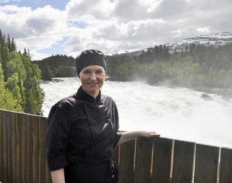 VENTER PÅ DET STORE TRYKKET: Lotte Nygård-Forsmo sier at det virkelig tar av turistmessig når skoleferien er i gang over helga.