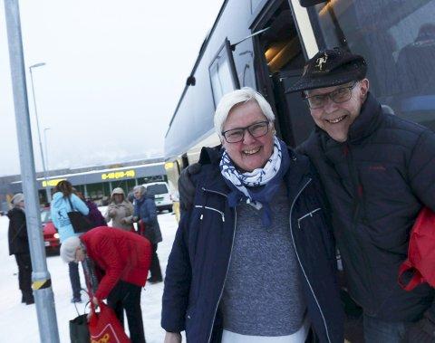 Historisk reise: Aud Flakstad og John Erlandsen var to av 50 deltakere på Helgelendingen sin lesertur til Susendal tirsdag. Foto: stine Skipnes