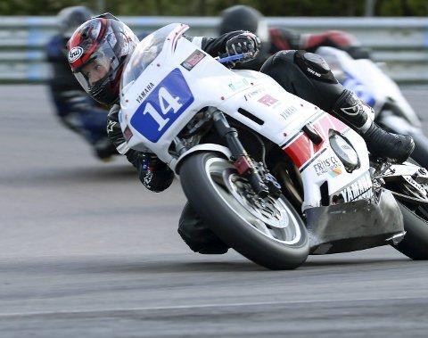 NORDISK MESTERSKAP: Magnus Storjord Vilhelmsen kjører gammel motorsykkel, men det går unna i classic roadracing.