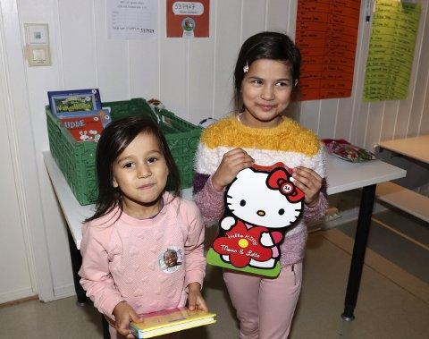 Brukt: Fagertun barnehage bød på brukte premier under Foruts barneaksjon. Evelina Olsrud og Milie Olsrud vant bok og puslespill.Foto: stine Skipnes