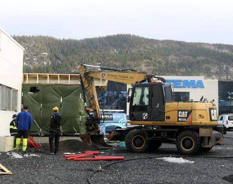 Service til bilistene: Ved Helgeland Handelspark blir det ubetjente bensinpumper, ladestasjon for elbiler og hydrogenstasjon. Foto: Stine Skipnes