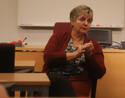POSITIV: Ordfører Berit Hundåla forteller at stemninga var god under møtet mellom kommunen og FAU.