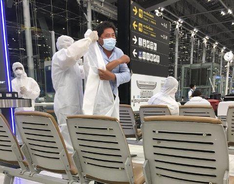 I FULL MUNNDUR: På flyplassen i Bangkok opplevdre Bjørn Martin Tollefsen at mange passasjerer kledde seg opp i full «koronamunndur». Han opplevde stor forskjell på flyplassen der og da han kom tilbake til Norge. Foto: Bjørn Martin Tollefsen