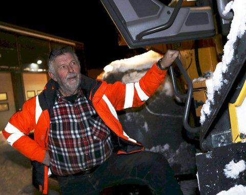 MINDRE ARBEID: Lite snø gir også svært lite arbeid med brøyting for Jan Kjønnås, som ikke kan huske en liknende vinter.