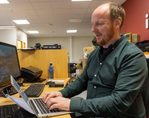 NY MANN PÅ PLASS: Erik Brenli er ansatt som ny journalist i Finnmark Dagblad og skal ha Porsanger som sitt hovedområde.