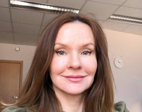 PSYKOLOG: Hammerfest-kvinnen Cecilie van der Meer mener barn som er preget av omsorgsvikt opplever belastning å ikke kunne gå i barnehage eller skole. Foto: Privat