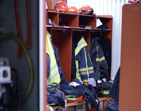 På Husnes treng ein to nye brannkonstablar. (Arkivfoto)