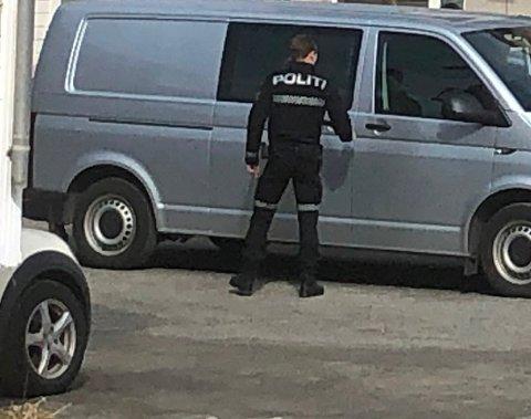 POLITIAKSJON: Politiet aksjonerte mo to bolighus og to bedrifter i Svolvær og Kabelvåg.