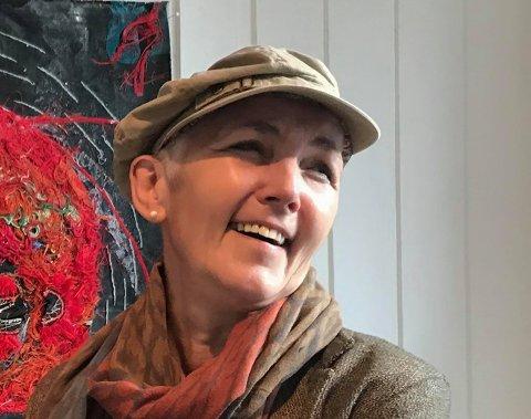 Kunstneren Lill-Anita Olsen (60) fra Nesland i Flakstad er valgt ut til å stille ut på Nasjonalmuseets åpningsutstilling i 2021.