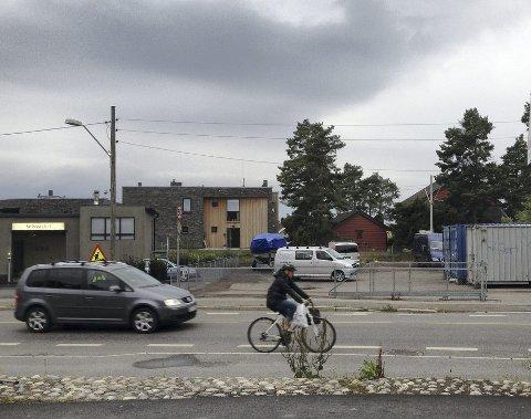 OMREGULERT: Næringsdriften på denne eiendommen inntil trikkelinjen på Kastellet kan nå utvides med nybygg.