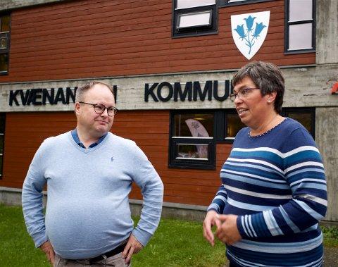 FØLGER OPP: Bjørn Halvor Wikasteen og Aud Tove Tømmerbukt, henholdsvis sekretær og leder for kontrollutvalget reagerte sterkt på opplysningene om at kommunen hadde foreslått å flytte en flyktningefamile. Saken blir tatt opp i neste møte.