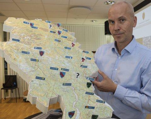 – BØR ENDRES: Fylkesmann Sigurd Tremoen mener dagens opplandskart med 26 kommuner bør endres til 8–10         kommuner i framtida.Foto: Sæmund Moshagen