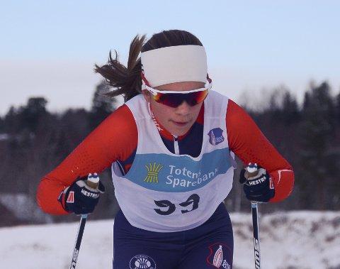 Ragna Fodstad (J16) var en av flere fra arrangørklubben ØTS som vant skiskytteråpningen i Karidalen.