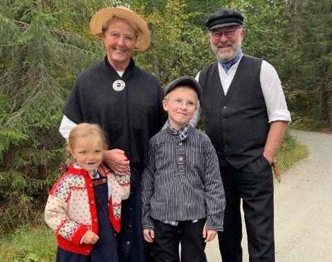 UNDER INNSPILLINGEN: Her er Hans Seierstad med hans kone Ragnhild, og barnebarna Klara Marie og Haldor.