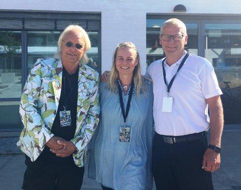 GLEDER SEG TIL FESTIVAL: F.v: Festivalsjef, Reinholt Finne, PR-sjef, Kirsti Biseth og eieren av Bøkekroa, Tommy Sundal.