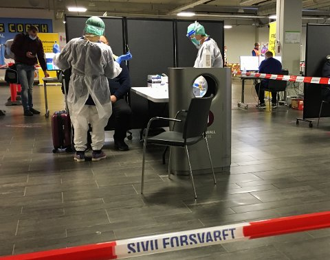 SMITTET: Personen bosatt i Færder kommune fikk påvist smitte ved ankomst til Norge. (Personene på bildet har ingenting med saken å gjøre.)
