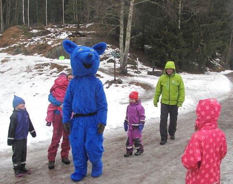 KOSEDAG: – Det blir en skikkelig kosedag for ungene når maskotten Turbo inviterer til utebursdag, mener Ulf rødvik i turistforeningen.