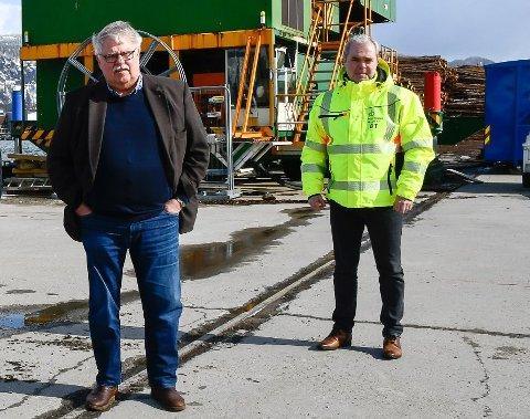 Styreleder Tor-Arne Strøm (t.v.) og havnesjef Bjørnulf Tverå i Mo i Rana Havn KF forvneter at dypvannskaia blir prioritert i NTP.