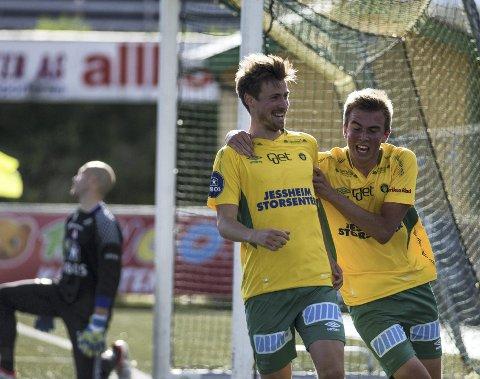 DRØMMEMÅL: Nicolay Solberg (t.v.) scoret Ull/Kisas utligningsmål fra midtbanen.