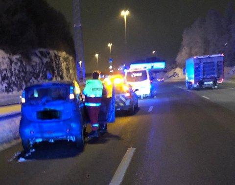 STANS: Per Backe stoppet for å hjelpe denne bilen onsdag. Selv registrerte han mange kjøre forbi. FOTO: PRIVAT