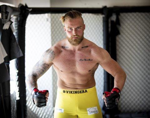 «THE LAST VIKING»: Thomas Narmo byttet ut ishockey med kampsport for få år siden. Nå lader han opp til sin første kamp som profesjonell MMA-utøver neste måned.  FOTO: TOM GUSTAVSEN