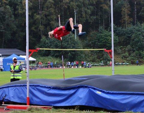 Siver satte ny pers i stav da han hopper 2,23 m.