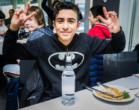 STRÅLTE: Hamad Garib (11) i sjette klasse ved Sandesundsveien barneskole strålte da han fikk besøke Sarpsborg stadion denne uka.