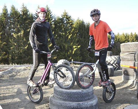 LOKALE EnERE: Arrangørklubben Hobøls to enere: Even Lippestad (18, t.v.) og Jonas Wian (15).