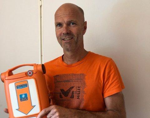 Rune Byre i Røde Kors Førstehjelp forteller om en stor økning i henvendelser knyttet til førstehjelp og hjertestartere.