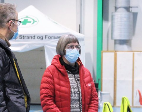 GLEMMER INGEN: Smittevernoverlege i Strand, Anja de Jong, beroliger med at ingen som skal ha vaksine blir glemt.