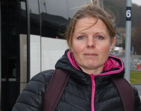 OVERRASKA: FAU-leiar Katrine Nordbø blei sett ut etter å ha lese kva ein lærar ved Tau skule la ut på Facebook om kor mykje som skal sparast inn ved skulen og kva konsekvensane av desse innsparingane blir.