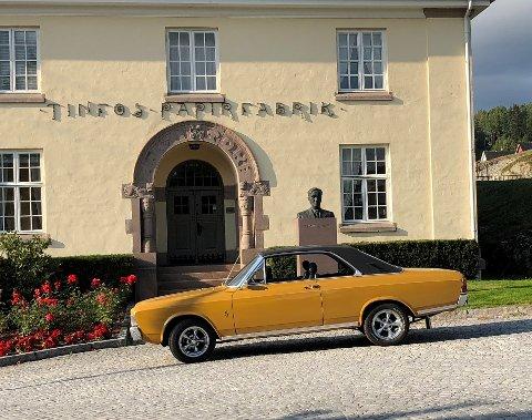 STIL: Det er stil over gamle biler. Søndag kommer de på rekke og rad i lokalsamfunnet.