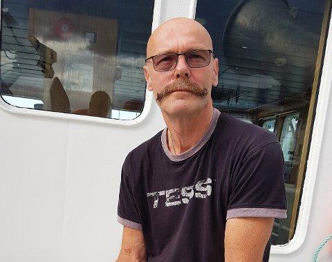 Skipper Kurt Ellingvåg håper på bedre vær og tilbakemeldinger fra folk som eventuelt ser makrellstørje. Så langt har det vært lite størje å se.