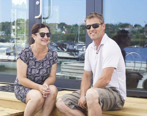 KLARE: Tulla Rinde og Ola Blom gleder seg til å åpne sommerparadiset sitt på Tjøme denne uken.