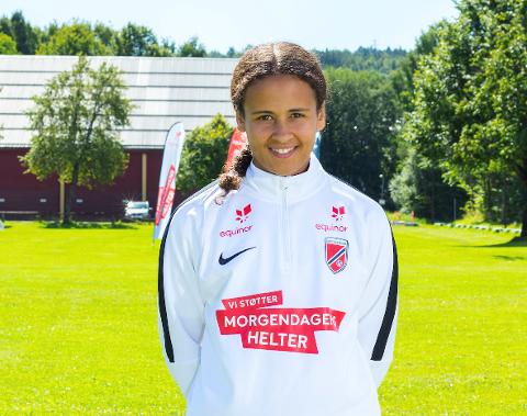 TIL LANDSLAGSSAMLING: Emma Reshane (14) skal i oktober på samling med J15-landslaget. Hun spiller til daglig på Nittedal IL.