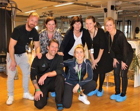 KLARE FOR LIVSSTILSENDRING: De Asko-ansatte Jóel Daði Halldórsson (bak, f.v.), Heidi B. Dahl, Tone Lambech og Hanne Kårtveit får hjelp av Christin Lillegrend (bak.t.h), som er prosjektleder for Vestbyløpet, samt Christian Fyrand (foran t.v.) fra Stamina Trening og Guro Person (foran t.h.) fra Stamina Helse til å endre livsstilen og komme i form.