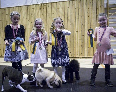 VINNARANE: Kristian Kvalter, Mia Paulsen, Daniella Kalleklev og Thea Iversen var dei fire heldige vinnarane. .